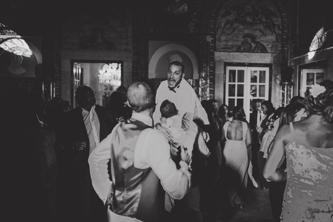 bride-groom_palacio-dos-marqueses-da-fronteira_lisboa_lisbon_documentary-wedding-photography
