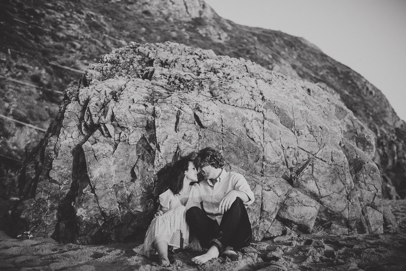 engagement-session_beach_adraga_sintra_sunset_couple