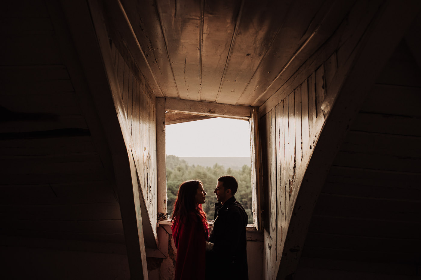 engagement-session_setubal_serra-arrabida_beach_abandoned-house_couple_