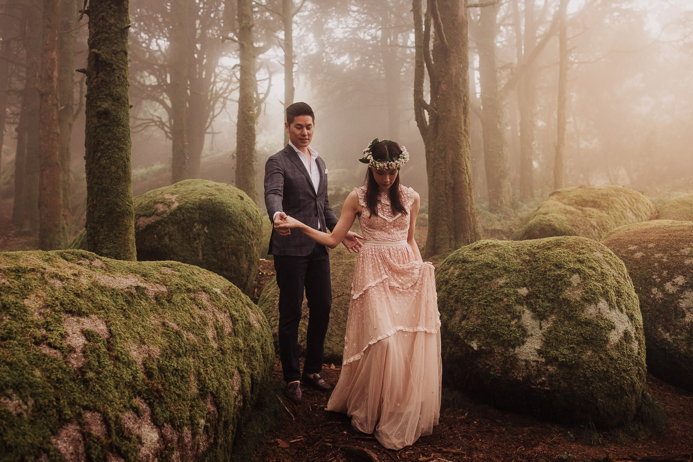 engagement-session_sintra_peninha_couple_fog