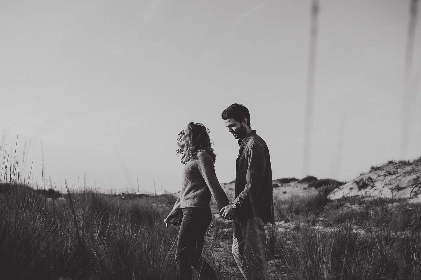 engagement-session_beach_lisboa_portugal_couple_sunset